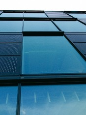 Glass facade with safety glass