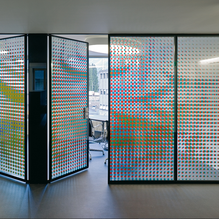 Glass partition with printed glass